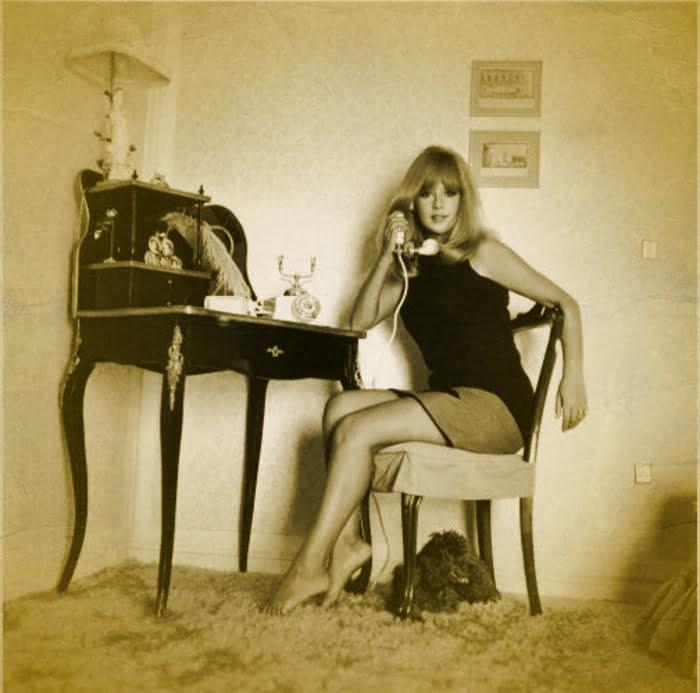 Η Αλίκη στο σπίτι της στην Στησιχόρου