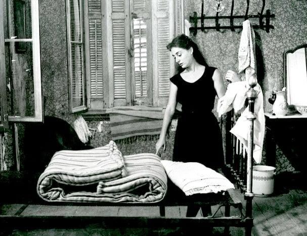 Το κορίτσι με τα μαύρα